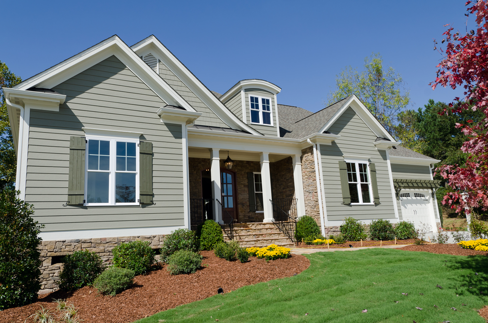 Choosing between vinyl siding and fiber cement siding for Home exterior options
